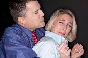 Треть женщин всего мира регулярно подвергаются насилию и побоям