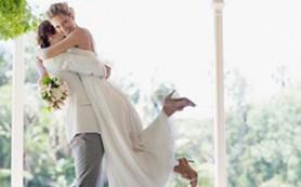 Как удачно выйти замуж: за перспективного или богатого?