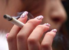 Курение удваивает риск внезапной смерти у женщин