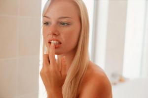 Отбеливание зубов увеличивает их чувствительность