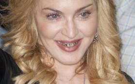 Составлен список знаменитостей с золотыми зубами