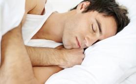 Одинокие мужчины меняют постель всего четыре раза в год