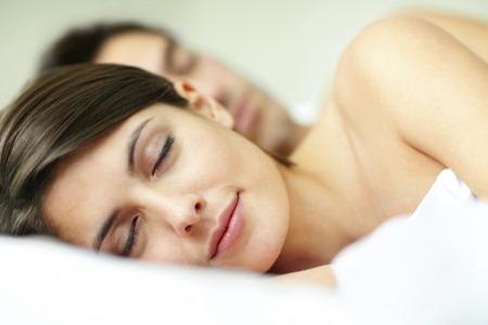 Спать голышом полезно!