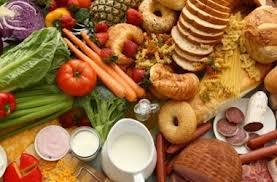 8 продуктов, которые помогут не переесть