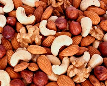 Орехи защитят от самого страшного недуга