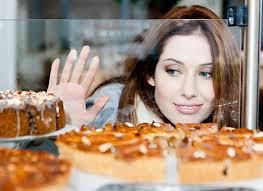 Эксперты выяснили причину тяги женщин к сладкому