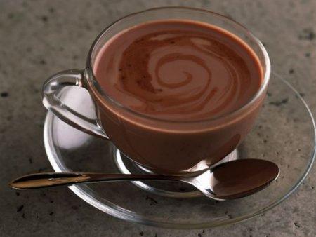 Горячий шоколад полезнее, чем твердый