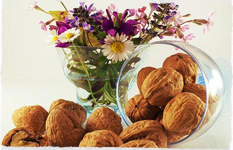 Салат с грецкими орехами поможет при простуде