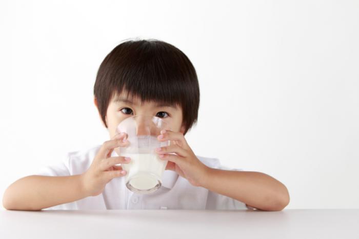 Отказ от коровьего молока понижает уровень витамина D среди детей