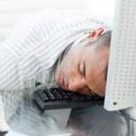 Ученые рассказали насколько полезен сон в рабочее время