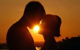 Люди не любят целоваться: опрос