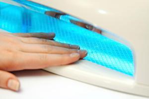 Ультрафиолетовая лампа  и лупа для маникюра