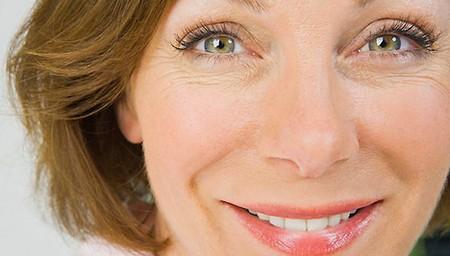 Как справиться с морщинами на лице и шее в домашних условиях