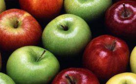 Яблоки делают женщин моложе на 17 лет