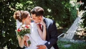 И крылья эту свадьбу вдаль несли