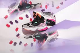 Компания adidas переиздала знаменитые в 90-х кроссовки Falcon