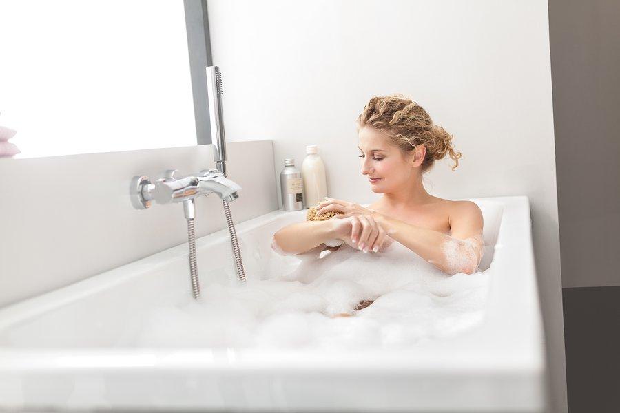 Ванна для души и тела: что можно добавить в воду?