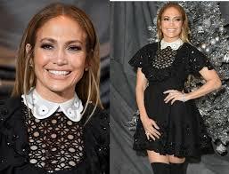 Дженнифер Лопез надела черное платье школьницы