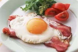 Чем вредна яичница на завтрак?