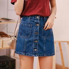 Привет из 90-х: джинсовая юбка снова в моде. С чем ее носить
