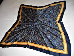 Подарок подругам и сестрам: шелковый платок