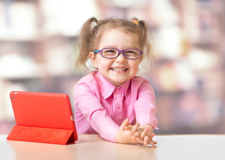 Детская близорукость: как с ней бороться