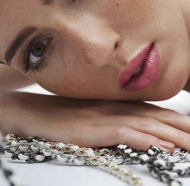 Тедди Квинливан — первая модель-трансгендер в рекламе косметики Chanel