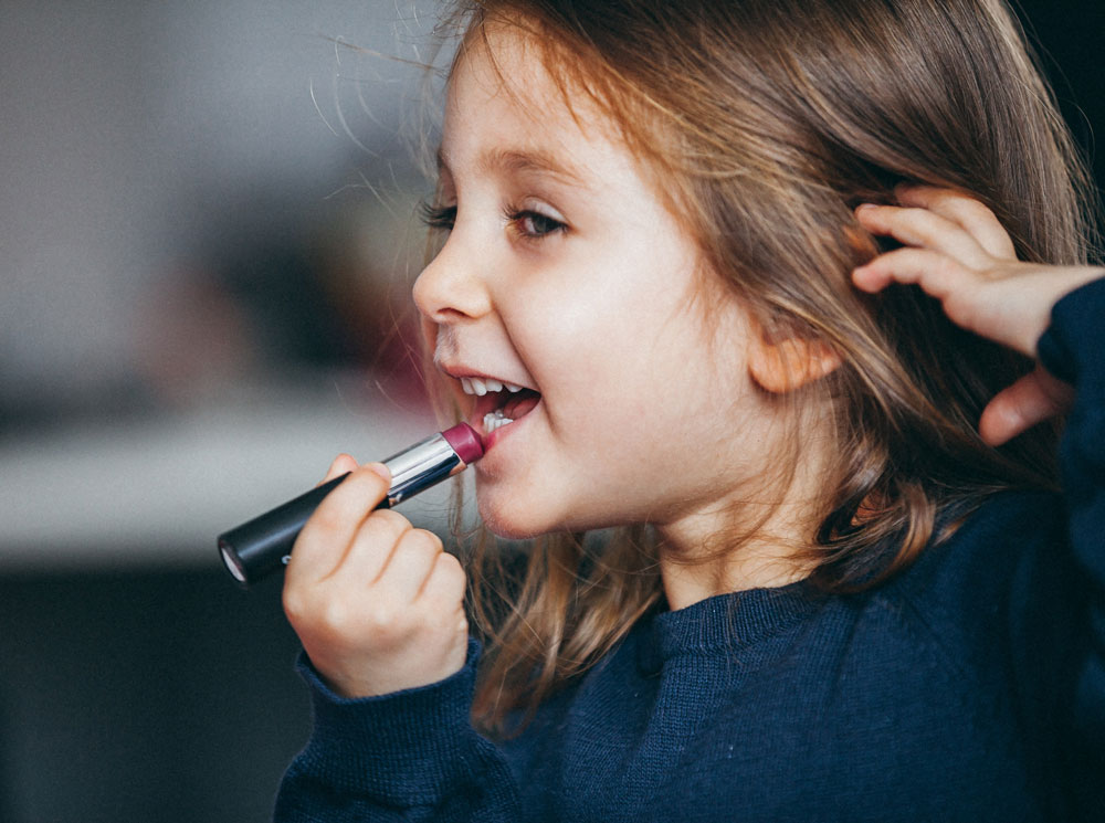 Детская косметика: за и против