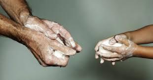 «Как правильно дезинфицировать руки и предметы вокруг?»