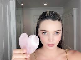 Гуаша: секрет красоты + антистресс в одном кристалле — советует Миранда Керр