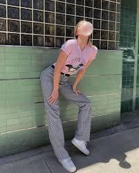 Что позаимствовать из мужского гардероба? Пайпер Америка носит брюки брата-супермодели. Кому идет больше?
