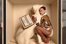 Белла Хадид снялась в новой рекламной кампании Burberry