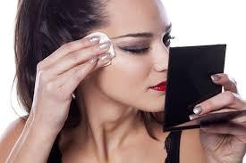 Почему нельзя спать с макияжем на лице