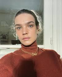 Свитер поверх водолазки — модный прием для холодной зимы от Натальи Водяновой