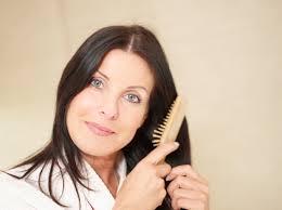 Не сединой единой: как стареют волосы (и что с этим делать)