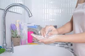 7 увлажняющих кремов для тех, кто часто моет руки